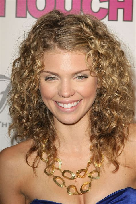hairstyles with slight curls a new life hartz anna lynne mccords curly hairstyles