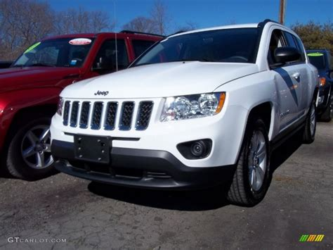 Jeep Compass 2011 White Bright White 2011 Jeep Compass 2 4 4x4 Exterior Photo