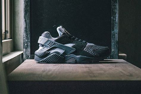 Forgoes Black And Grey For Once by Nike Air Huarache Se Black Grey Sneakerfiles