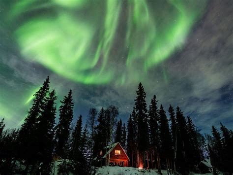 vacation to alaska northern lights the world s best rentals and luxury resorts to see the