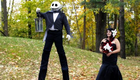 Halloween Themed Wedding Ceremony {Elope Niagara  </div> <div class=