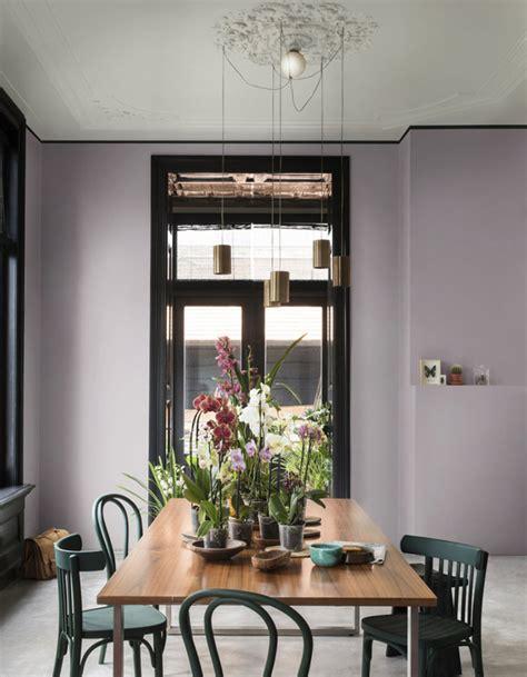 un plafond gris souris pour apporter du style sans