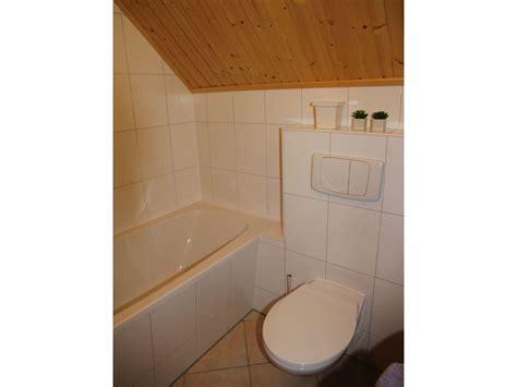 badezimmer mit badewanne und dusche ferienhaus direkt am wasser mit bootssteg rheinsberg