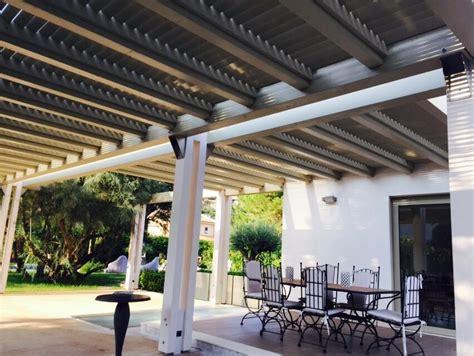 tettoia frangisole tettoia con travi lamellari e doghe frangisole in legno