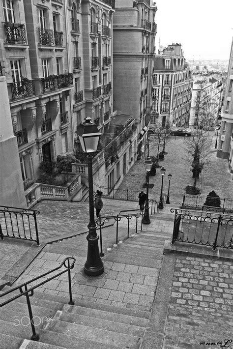 Un escalier à Montmartre - null