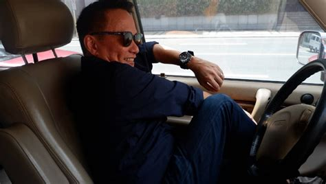 7 stretches you do in the car while stuck in traffic tip sheet top gear philippines