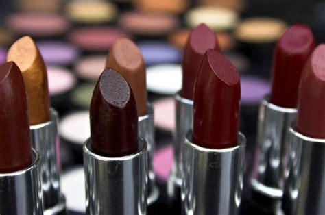 Lipstik Merah Marun Gelap mau pakai lipstik berwarna gelap yuk simak tips memakai warna lipstik ini kawaii japan