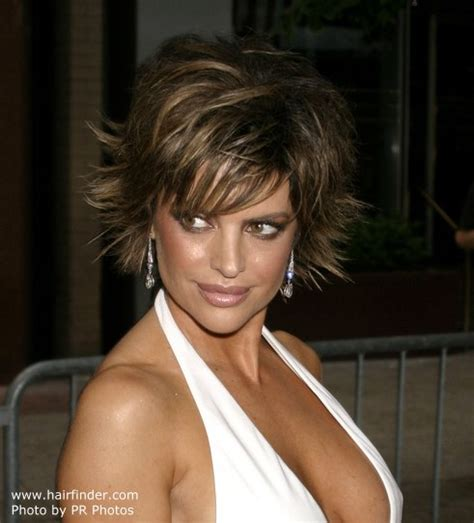 is lisa rinnas hair thick lisa rinna short chopped haircut with the ends pointing