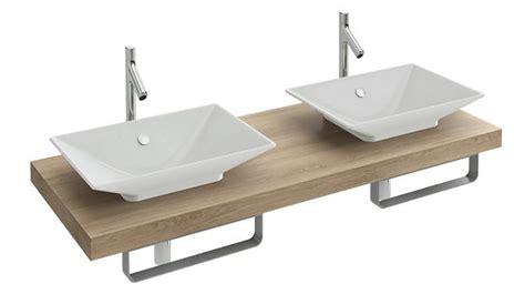 muebles de lavabo de obra y piedras