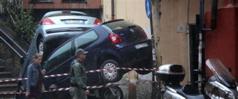 questura di genova ufficio immigrazione alluvione genova l auto blindata cardinal bagnasco