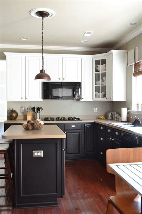 Black Bottom And White Top Kitchen Cabinets White Upper Kitchen Cabinets White Top Black Bottom