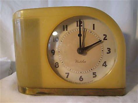 vintage art deco westclox   red dot butterscotch moonbeam alarm clock ebay mcm goodness