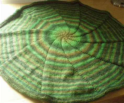 knitting blanket with circular needles circular blanket knitted in the 4