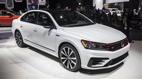 2018 Passat Gt by 2018 Vw Passat Gt Is A Sportier Sedan With A V6 Autoblog
