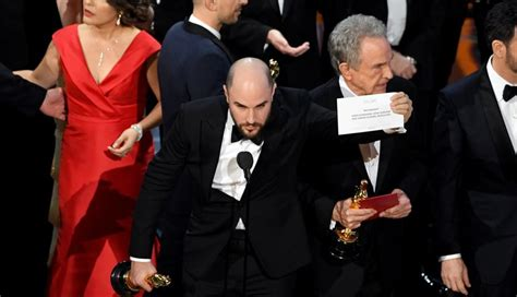 2017 best picture moonlight wins best picture after 2017 oscars envelope