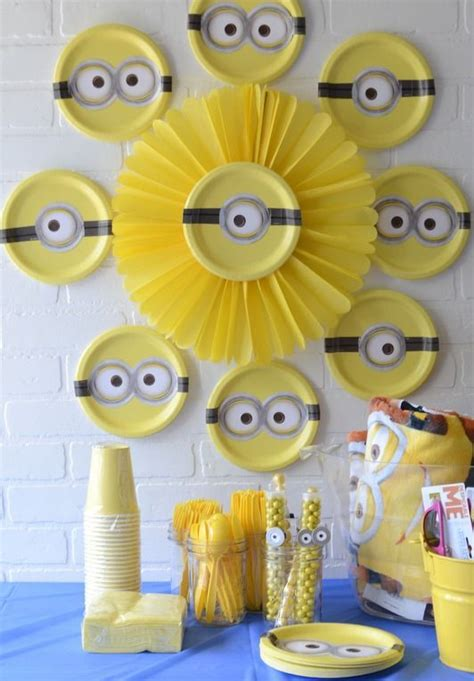 Minion Table Decorations by 29 Cheerful And Easy Minion Ideas Shelterness