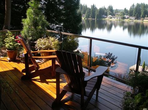 cottage lake gardens deck overlooking lake photo de cottage lake gardens bed