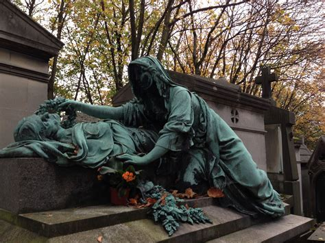pere chaise paris p 232 re lachaise cemetery on all saints weekend