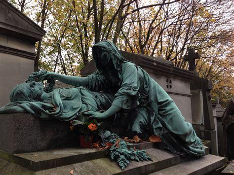 pere la chaise paris p 232 re lachaise cemetery on all saints weekend