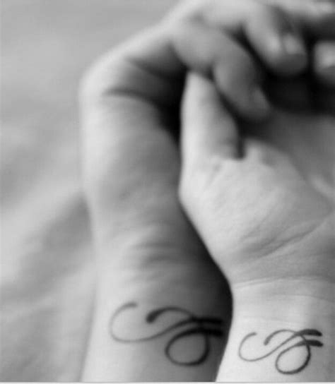 couple tattoo buzzfeed couple tattoos initials to create a unique symbol