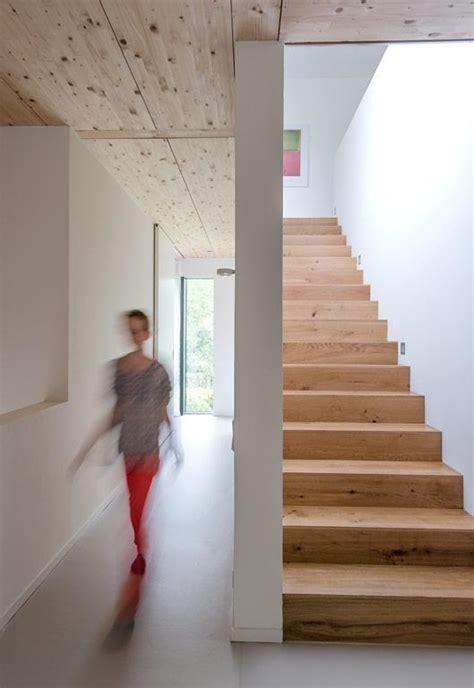Flur Mit Holztreppe Gestalten by Haus Des Jahres Flur Mit Materialmix Bild 4 Sch 214 Ner