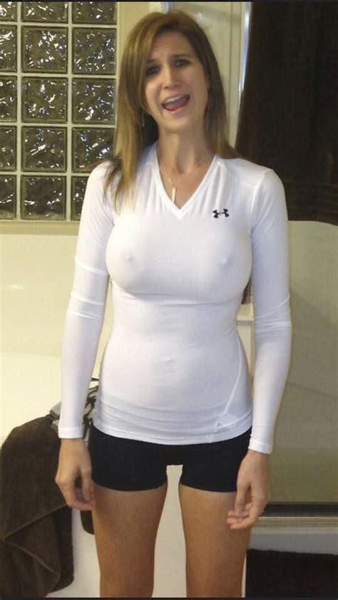 Tshirt Big Show pokies and braless tight white shirt show hers big