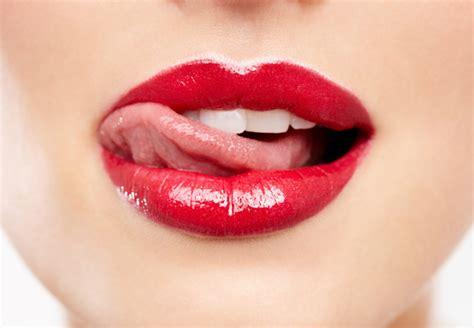 memerahkan bibir menggunakan bahan alami