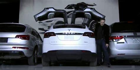 Tesla Wing Doors The Tesla Model X S Falcon Wing Doors Motrolix