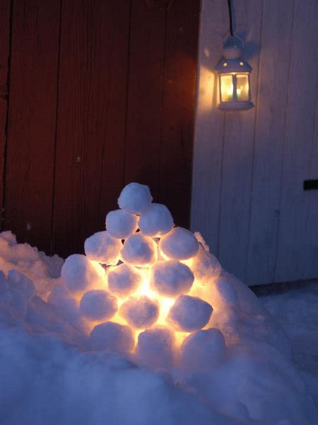 Outdoor Christmas Decoration Ideas 20 Simple Yet Festive Snowball Lights