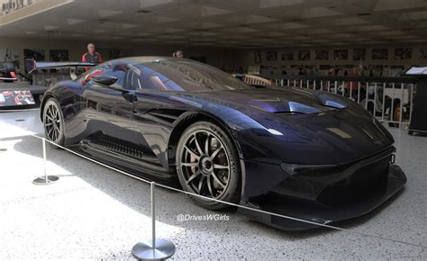 photo gallery up and personal with the aston martin
