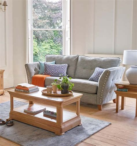 Sofa Settee Difference by What S The Difference Between A Sofa And A Loveseat