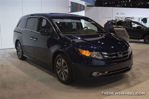 2017 minivan honda 2017 honda odyssey overview the wheel