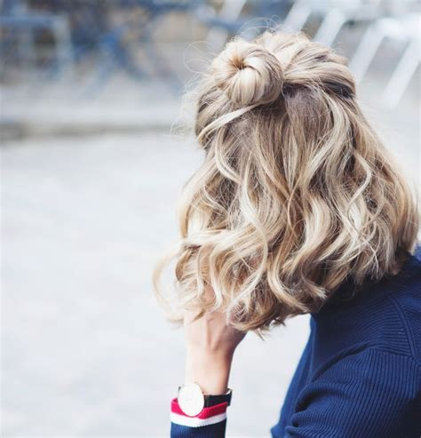 17 wavy and curly hair hacks tips and tricks you need 17 best ideas about frizzy wavy hair on pinterest short