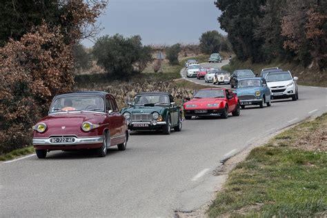 les anciennes voitures pour la portes ouvertes