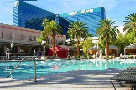 Mgm Resorts Mba Internships by Mgm Pool Las Vegas Swat The Leader In College