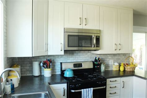 How To Decorate A Kitchen Without Losing Countertop Space How To Decorate Kitchen Counter Space
