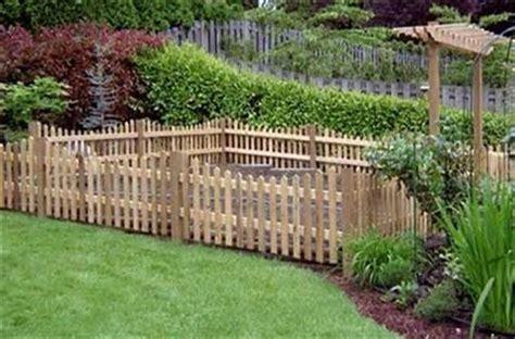 DIY Pallet Garden Fence   Pallets Designs