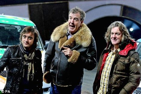 top gear official annual 2011 9781405906968 clarkson pocketed 163 2million last year on top of his 163 1million salary daily