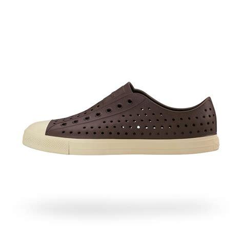 shoes similar to crocs so crocs hideous but these not crocs but similar shoes