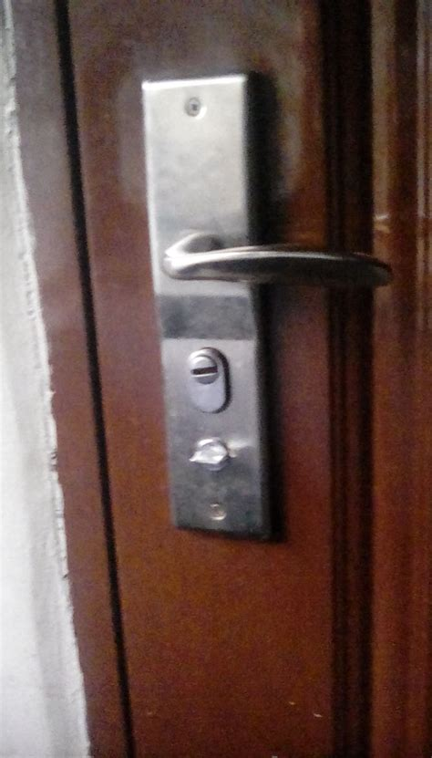 easy ways  open  locked door wikihow