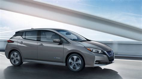 nissan electric 2019 2019 nissan leaf why the leaf continues to dominate among