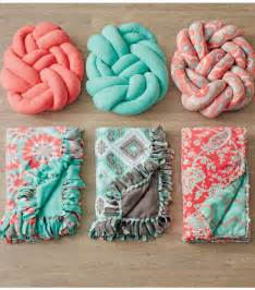 make your own knotted fleece pillow