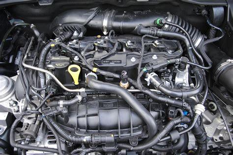 automotive motor heftige benzinelucht auto motor klassiek