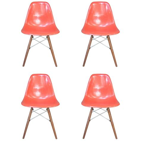 Eames Dining Chairs For Sale Four Herman Miller Eames Dining Chairs For Sale At 1stdibs