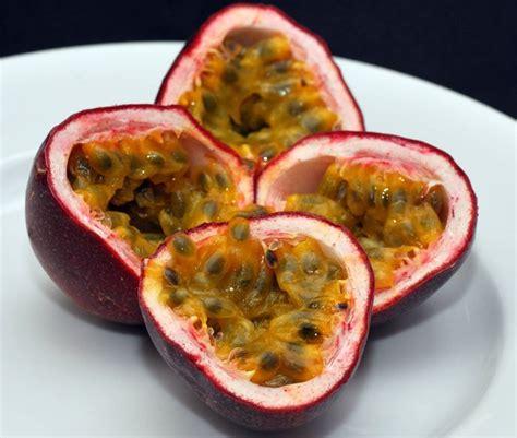 fiore frutto della passione passiflora frutto della passione ricanti passiflora