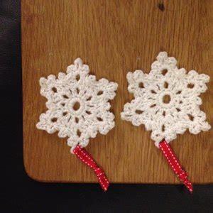 snowflake knitting pattern ornament snowflake ornament crochet in red heart niki lw4064en