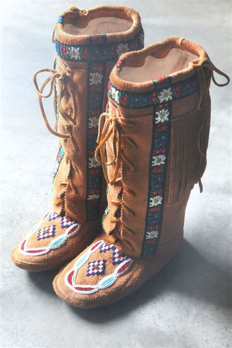 beaded moccasin boots best 25 moccasin boots ideas on fringe