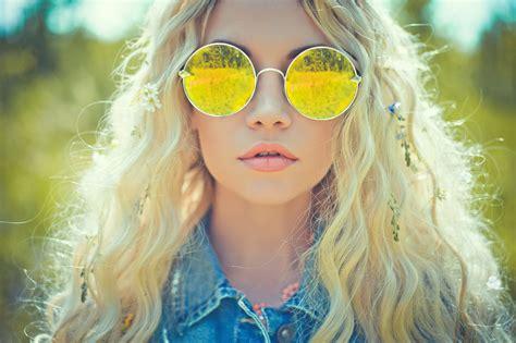 yellow lenses  people happier