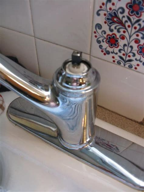 kitchen sink leaking from faucet leaking kitchen faucet doityourself community forums