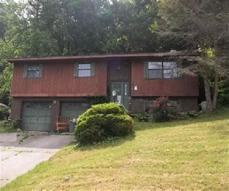 Houses For Sale In Huntington by 29 Donna Hts Huntington Wv 25704 Reo Home Details Reo